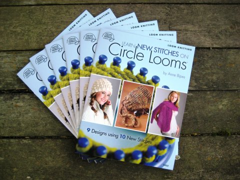 9781590121924: Learn New Stitches on Circle Looms ...